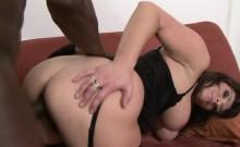 White girlie performs great fellatio to her dark boyfriend
