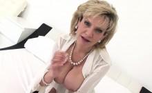 Unfaithful english mature lady sonia reveals her big titties