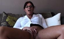 Spex mature slut fingering her pussy