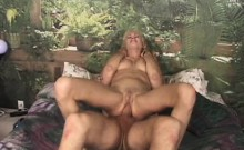 Guy cums in mouth of sex appeal chick after screwing