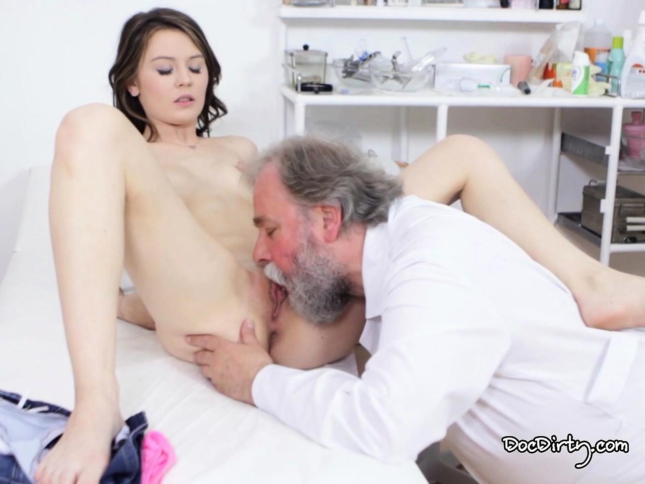 porno-stariy-vrach