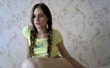 teen squirtmilfpussy fingering herself on live webcam