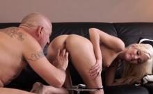 Teen hottie cheats on her boyfriend with his daddy