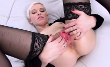 Foxy czech girl gapes her soft vagina to the peculiar19rKl