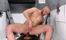 Whiteboi Takes A Huge Black Cock At A Gloryhole