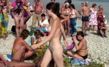 Amateur Girl Masturbating On Public Beach